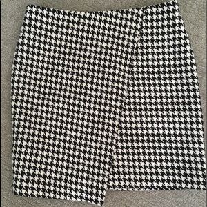 Houndstooth plaid skirt